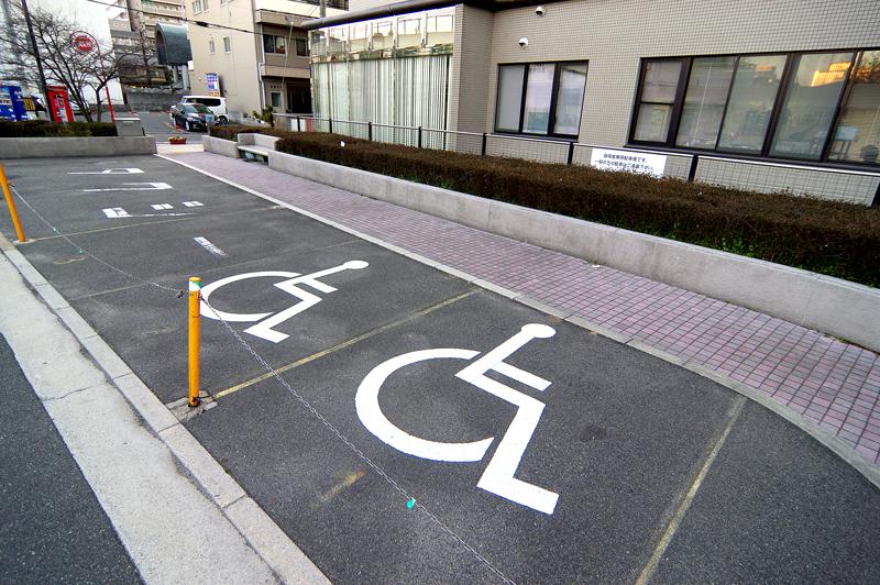 タクシー乗り場と優先駐車場